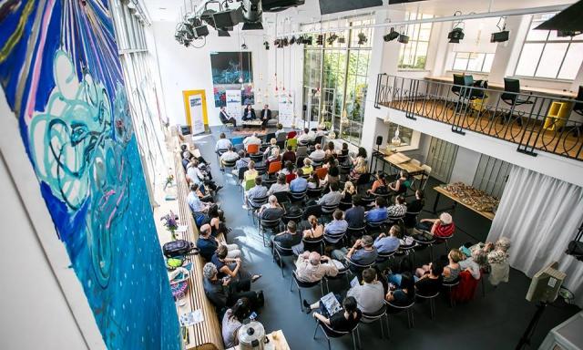 Opero coworking praha akce prague european summit