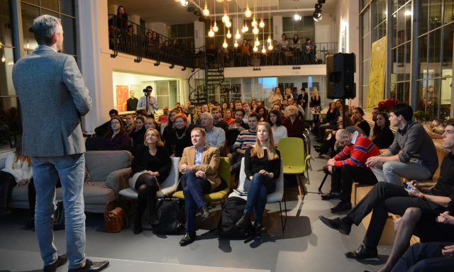 Opero Prague business club event žárovky