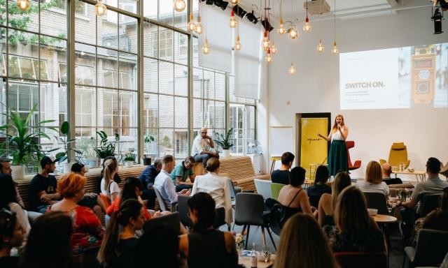 Přednáška o leadershipu a práci s motivací s Marvem Shammou v pražském byznys klubu Opero