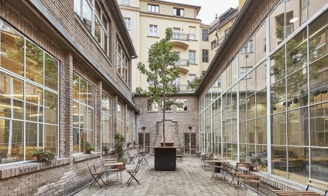 Opero, atirum, Franchising, Praha