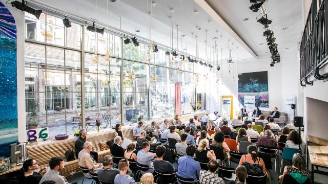 Coworking opero salvátorská akce prague european summit