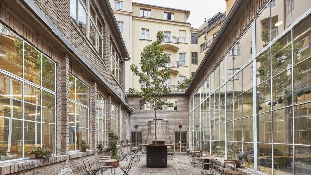 Opero, atrium, coworking, Praha, Prague, networking, business hub