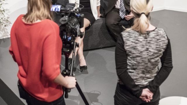 Hra BULL (Mike Barlett, režie: Filip Nuckolls) měla premiéru 22. května v Paralelní Polis. Věnuje se tématu šikany na pracovišti. Kdo půjde z kola ven není dětské rozpočítadlo, ale nelítostná bitva na pracovišti. Firma snižuje stavy a jeden ze tří pracovníků bude propuštěn...