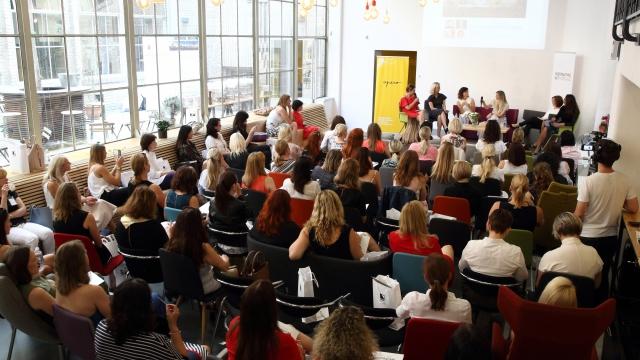 Networking, práce, osobní rozvoj, Žena a Život, business, coworking, Praha, event