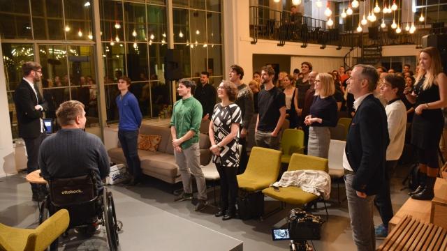 Opero Coworking Business club praha event žárovky