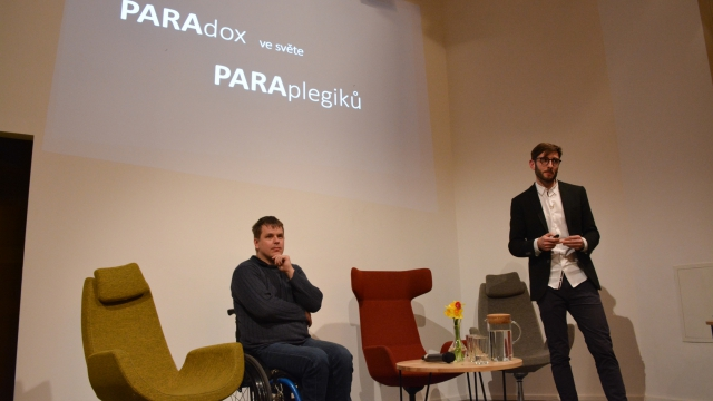 Opero Coworking Business club praha event žárovky Michal gloger
