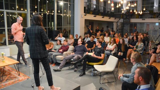 Žárovky, event, akce, Opero, Praha, Eliška Selinger, věda, talkshow, vzdělání, coworking,